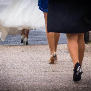 le départ de la mariée avec ses complices